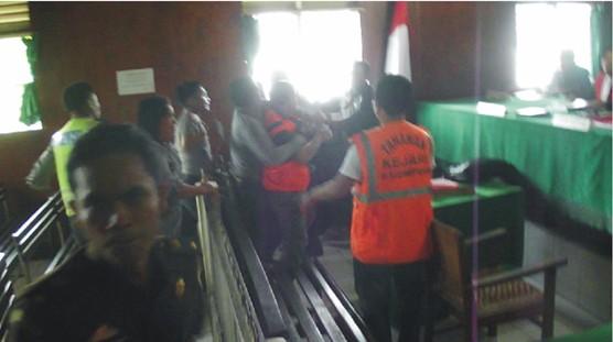 graphic2 Buntut Diskriminasi Hukum Polres dan Kejaksaan Negeri Padangsidimpuan : Jaksa Duel Dengan Terdakwa di Ruang Sidang Pengadilan