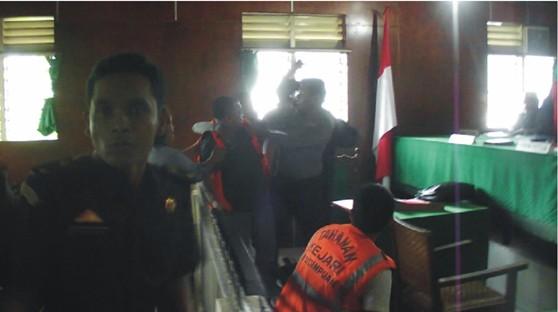graphic4 Buntut Diskriminasi Hukum Polres dan Kejaksaan Negeri Padangsidimpuan : Jaksa Duel Dengan Terdakwa di Ruang Sidang Pengadilan