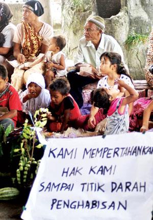 29 05 2013 8 Demo Tolak Eksekusi Lahan Pertapakan Kantor Bupati Tapsel