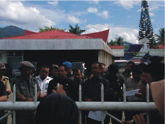 pr 4 PERNYATAAN SIKAP (Press Release) Forum Komunikasi Korban SK Menhut N0. 244/Menhut II/2011 Desa Simpang Tolang dan Janji Mauli Kec Sipirok Kab. Tapanuli Selatan