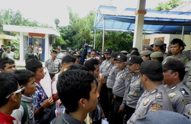 zainal abidin hasibuan GMPP Kembali Demo ke Kantor Bupati, Desak KPK Tangkap Bupati Palas Ali Sutan Harahap