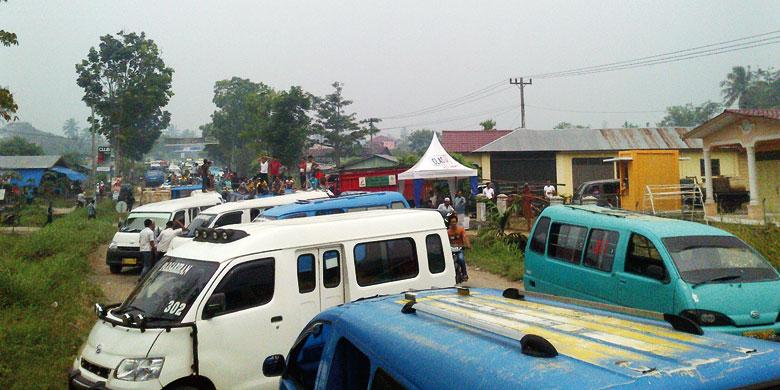 07 03 2014 tabag 001 Angkutan Umum Dalam Kota dan Pedesaan Protes Jalinsum Psp Sibolga Diblokir Dua Jam